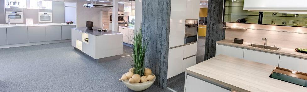 Küchenausstellung mit 30 küchen